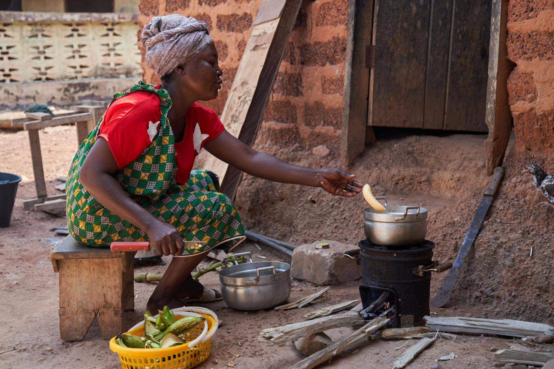 Ghana: cook stove in action