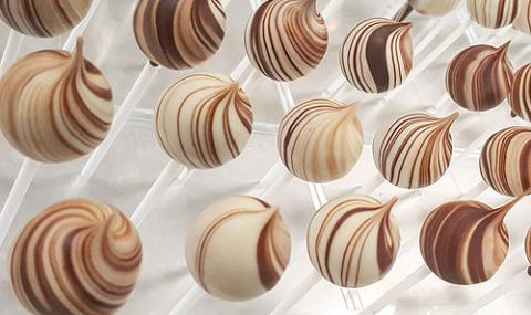 swirly hazelnut caramel lollies by martin diez