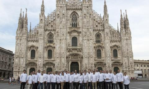 Chefs' Seminar group picture in front of Duomo