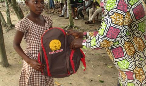 Hand-over of a school kit