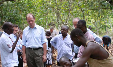 Juergen Steinemann with cocoa farmers in Côte d'Ivoire