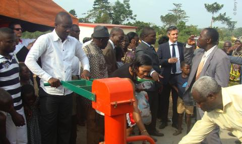 inauguration_of_the_borehole_at_affery_primary_school