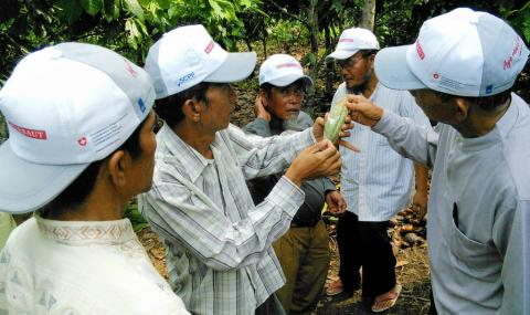 Barry Callebaut extends sustainability activities for cocoa farmers in Indonesia
