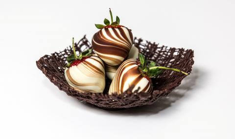 large_chocolate_strawberry_callebaut
