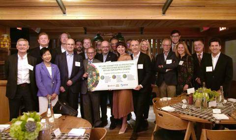 Group Picture Signing of One Planet Business for Biodiversity (OP2B)