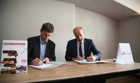 Antoine de Saint-Affrique and Joost Oorthuizen signing partnership