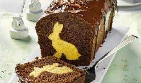 Easter bunny cake with chocolate shavings and a contrasted Easter bunny in the dough - Easter decorations