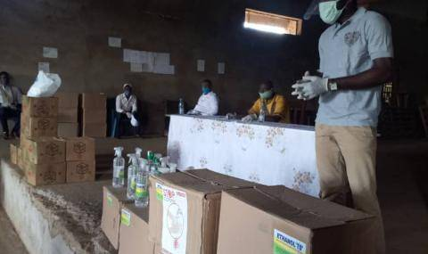 Distribution of hand hygiene packages Cameroon