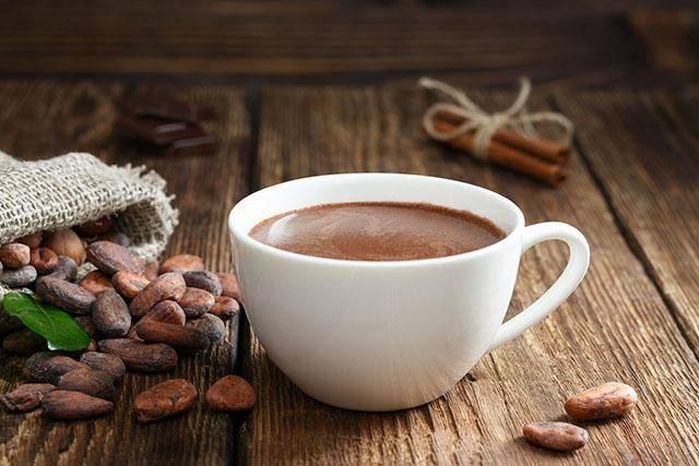 Cup%20of%20hot%20chocolate%20with%20beans - Minuman Yang Baik Untuk Kesehatan Jantungmu
