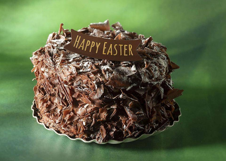 Merveilleux with Happy Easter chocolate plaque and dark chocolate shavings