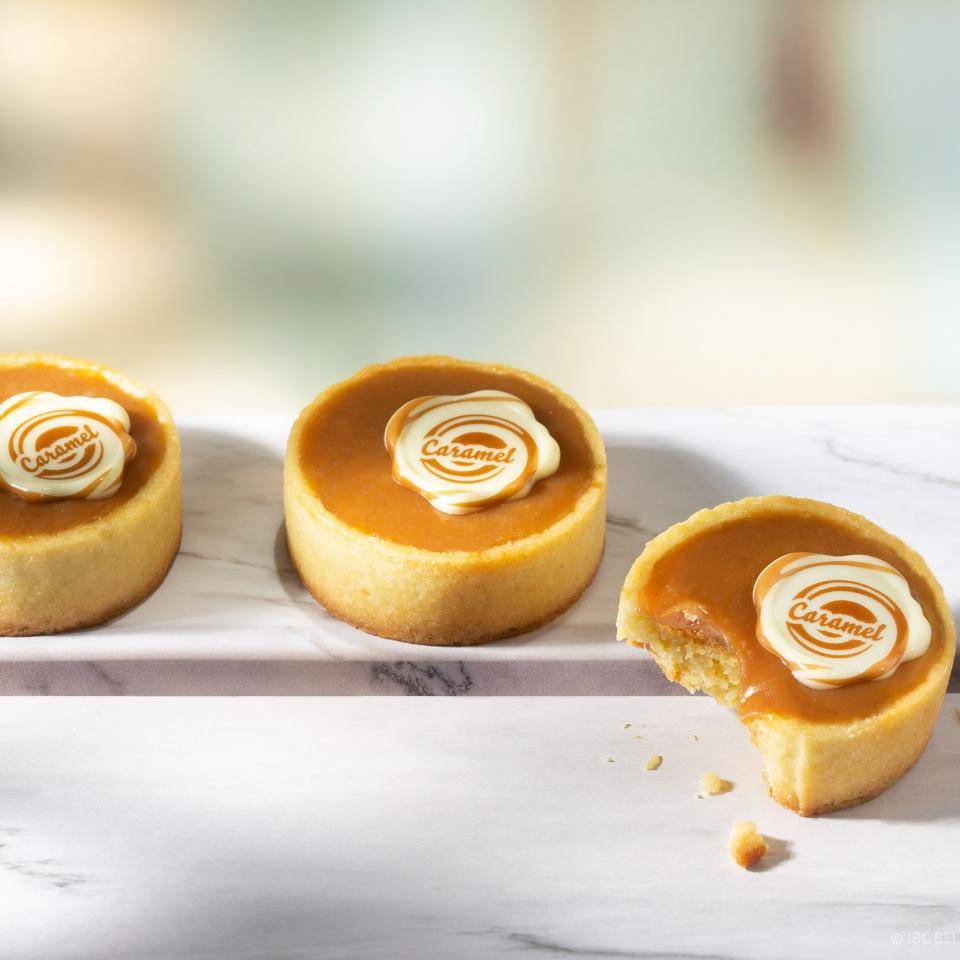 "Caramel tarts with a chocolate seal with ""Caramel"" print"