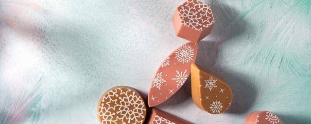 Ruby chocolate and Caramel chocolate pralines, white, snowflake-inspired transfer