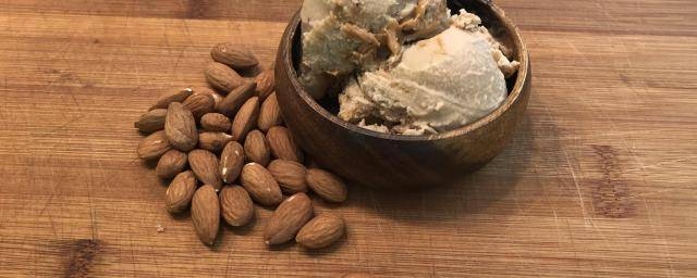 ice cream made with almonds