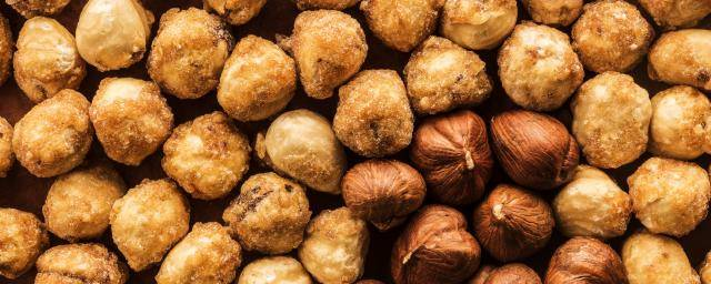 Roasted and caramelized hazelnuts