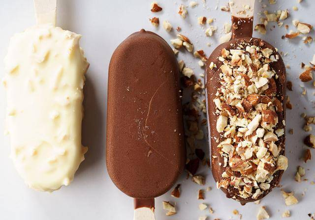 Ice cream sticks with chocolate and nuts
